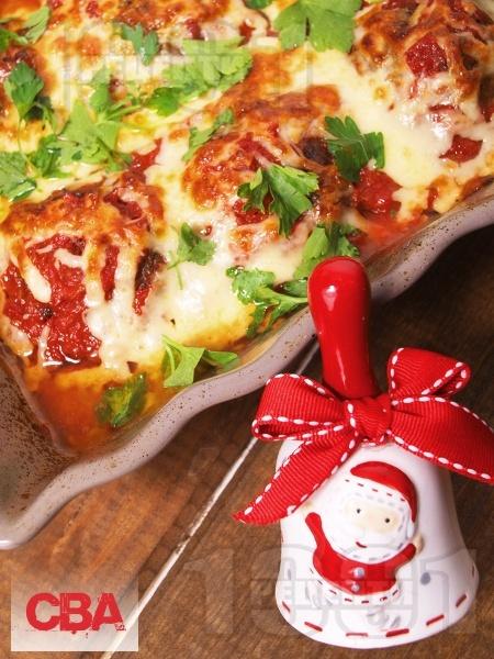 Пълнени кюфтета с доматен сос и кашкавал - снимка на рецептата